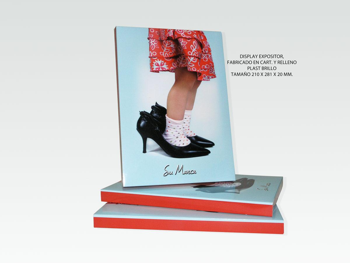 Display Expositor fabricado en Cartón y Relleno. Plastificado Brillo. 210 x 281 x 20 mm.
